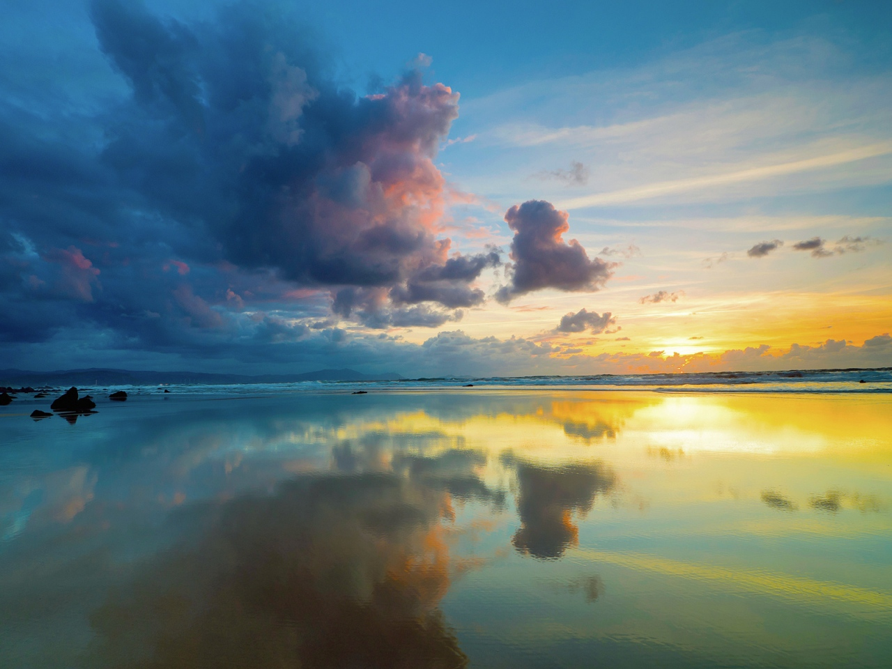 clouds-sky-sea-reflection-mirror-evening